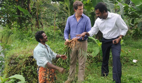 Tim-negotiating-with-Cochin-Ginger-producers[5]