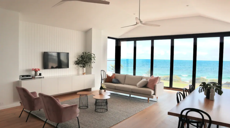 With the October long weekend fast approaching, we thought we would share the best AirBnb's Australia has to offer. Taking you all the way from Brisbane to Perth, we've compiled a list so magnificent, you'll be booking your next holiday in no time.